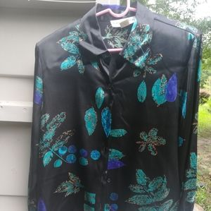 Blouse like new! This is for the upper class